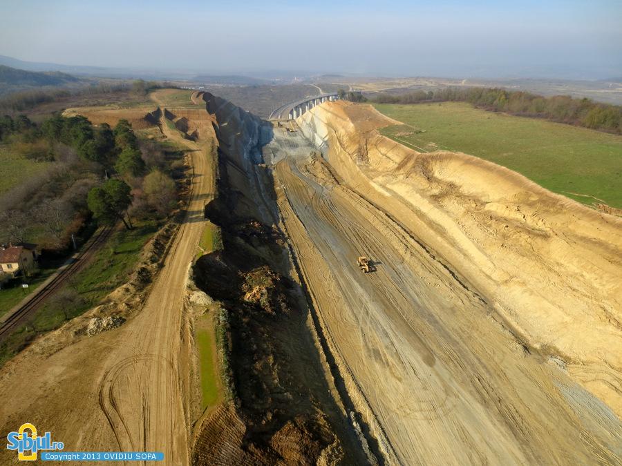2-autostrada-a1-orastie-sibiu-alunecari-de-teren-aciliu-km-63-64-noiembrie-2013-264513467