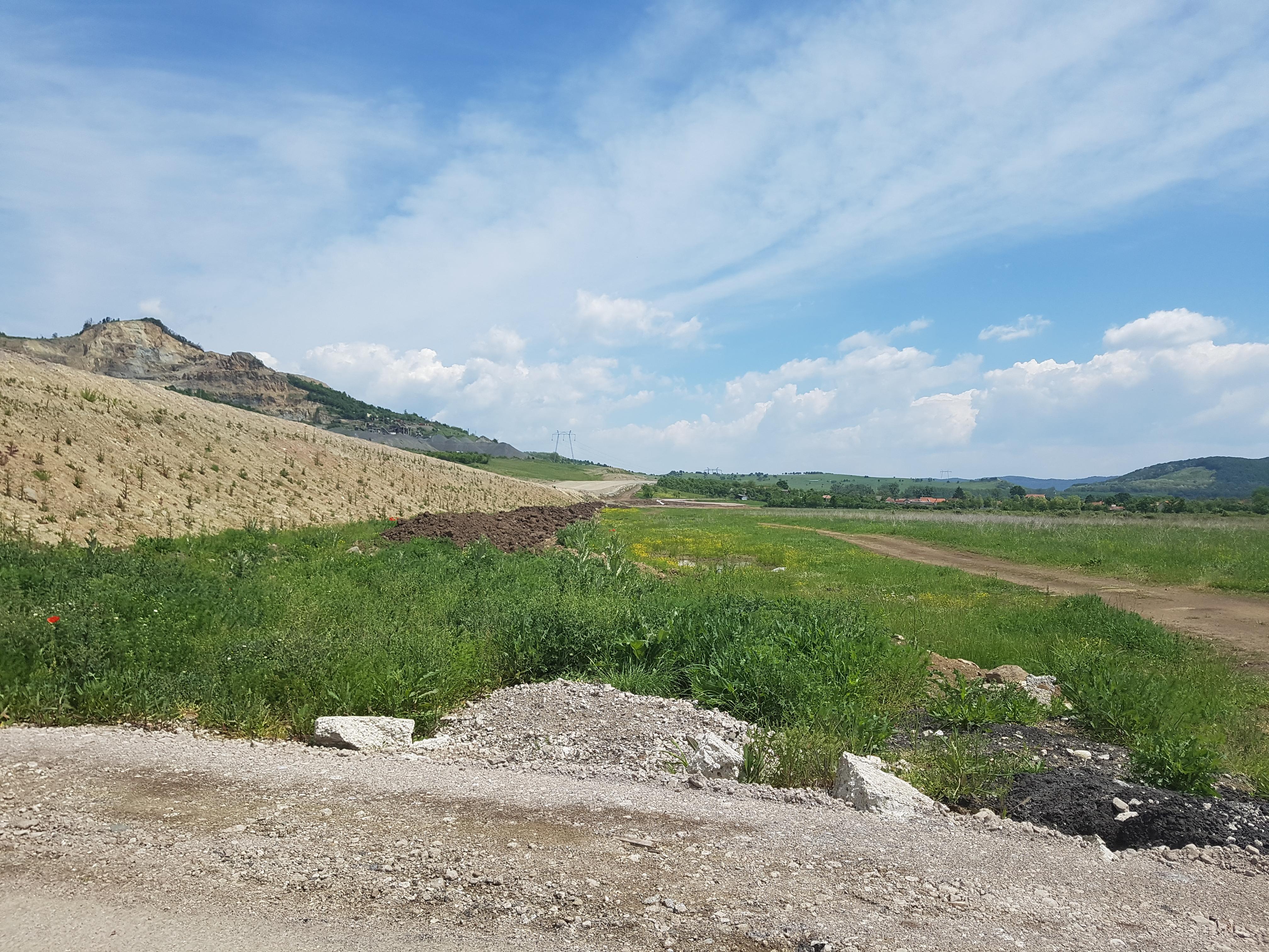 Vedere spre Deva de lângă autostradă