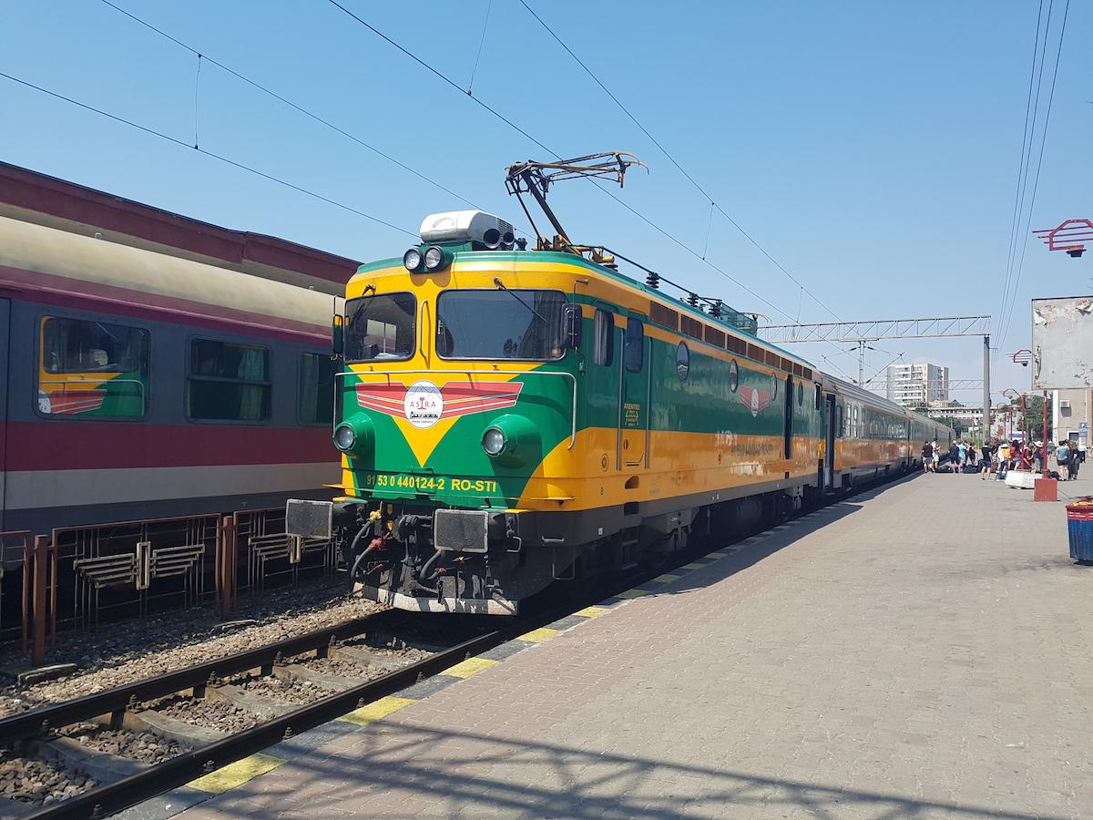 Garnitură Astra Transcarpatic în Gara Constanța